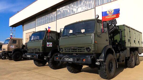 Il convoglio di attrezzature speciali con specialisti militari del ministero della Difesa russo alla base italiana Pratica di Mare - Sputnik Italia