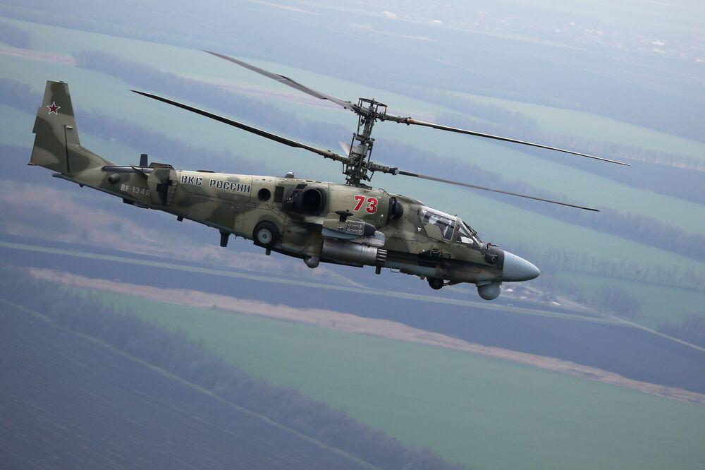 L'elicottero russo Ka-52 Alligator durante le esercitazioni nel territorio di Krasnodar, Russia.