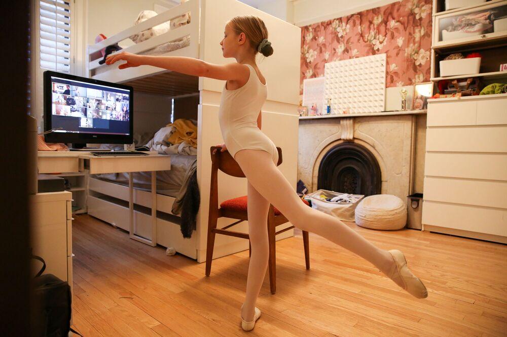 Le lezioni di balletto in quarantena a Brooklyn, USA.