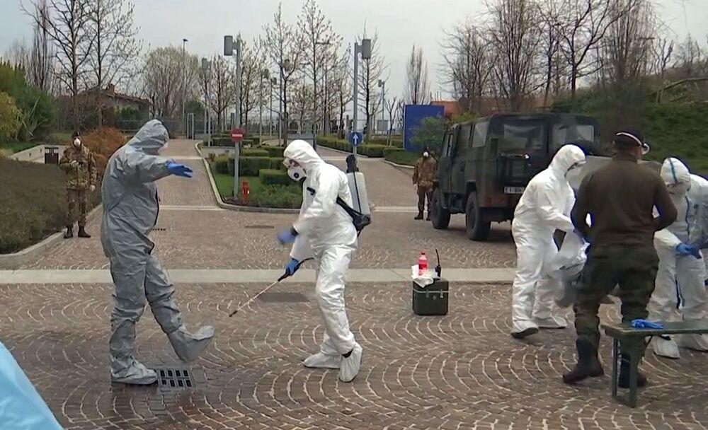 Gli specialisti russi, insieme agli specialisti militari italiani, hanno effettuato una disinfezione completa della casa di riposo Fondazione Martino Zanchi nella periferia di Bergamo