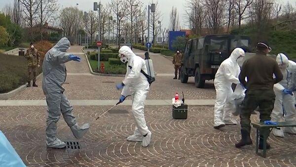 Gli specialisti russi, insieme agli specialisti militari italiani, hanno effettuato una disinfezione completa della casa di riposo Fondazione Martino Zanchi nella periferia di Bergamo - Sputnik Italia