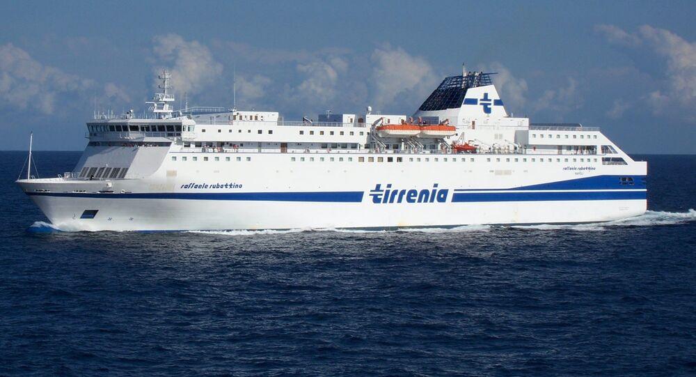 La nave Raffaele Rubattino di Tirrenia