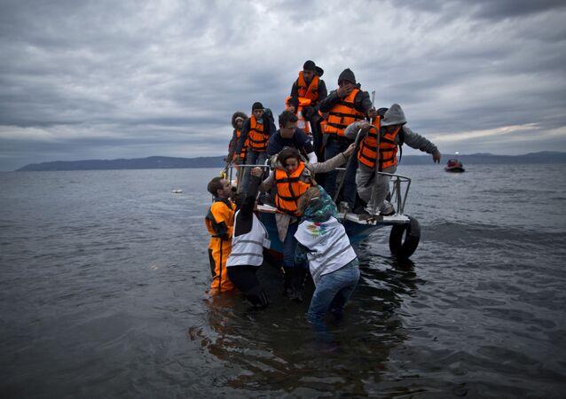 Sbarco di migranti mediorientali in Grecia nel 2015 (foto d'archivio)
