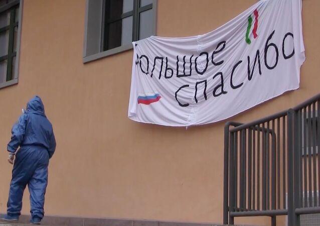Militari russi e italiani sanificano una casa di riposo a Vertova