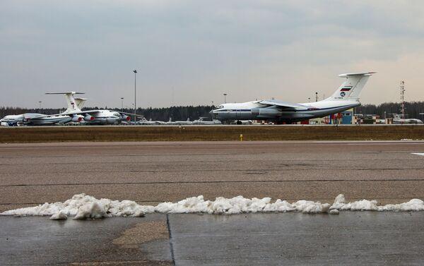 Coronavirus, Russia invia aereo con medici e virologi in Serbia - Sputnik Italia