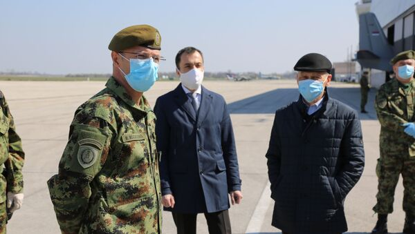 L'ambasciatore della Russa in Serbia Aleksandr Botsan Kharchenko all'aerodromo di Belgrado.  - Sputnik Italia