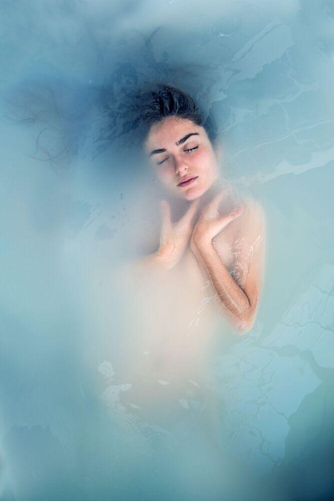 Lo scatto Siren song (Canto della serena) di un fotografo spagnolo al concorso The World's Best Photos of #Water2020.