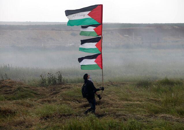 Le proteste dei palestinesi nella Striscia di Gaza al confine con l'Israele