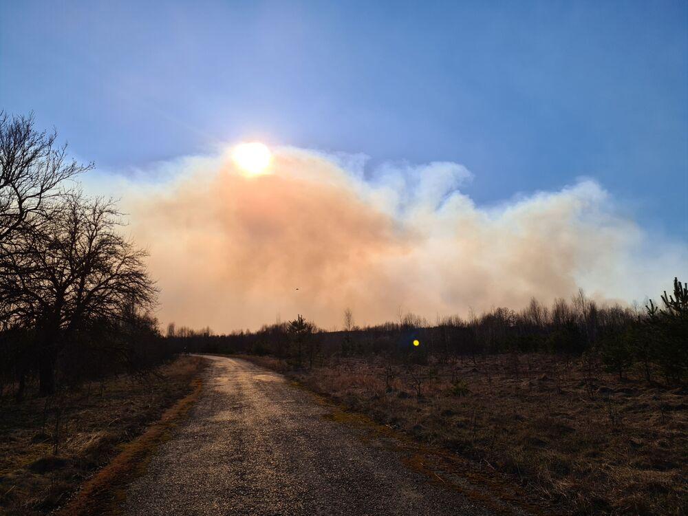Un incendio boschivo nella zona di alienazione di Chernobyl