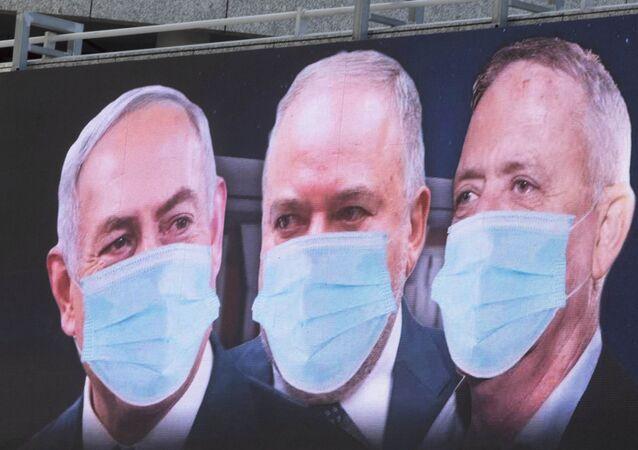 Benjamin Netanyahu, a sinistra, Avigdor Lieberman, al centro, e Benny Gantz, a destra