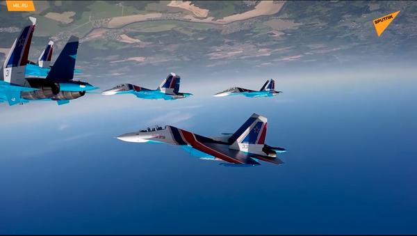 La pattuglia acrobatica russa Cavalieri russi compie 29 anni - Sputnik Italia
