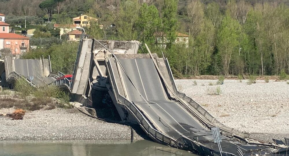 Crolla il ponte di Albiano Magra, ponte di Massa Carrara