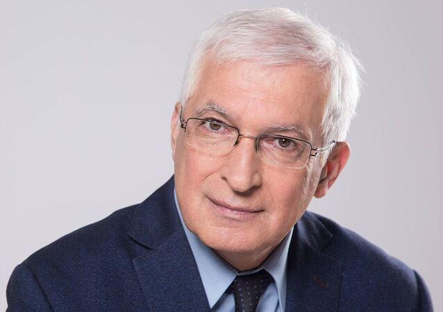 Boyan Durankev, docente di Economia, autore di oltre 350 articoli scientifici, responsabile del Dipartimento di Marketing e Management della Scuola Superiore di Finanza di Sofia
