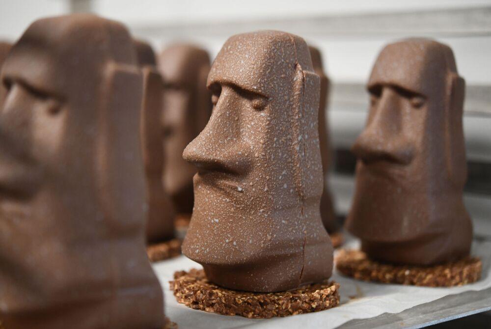 Cioccolatini a forma di Moai dall'isola di Pasqua, Francia