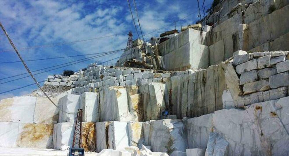 Cava estrazione marmo