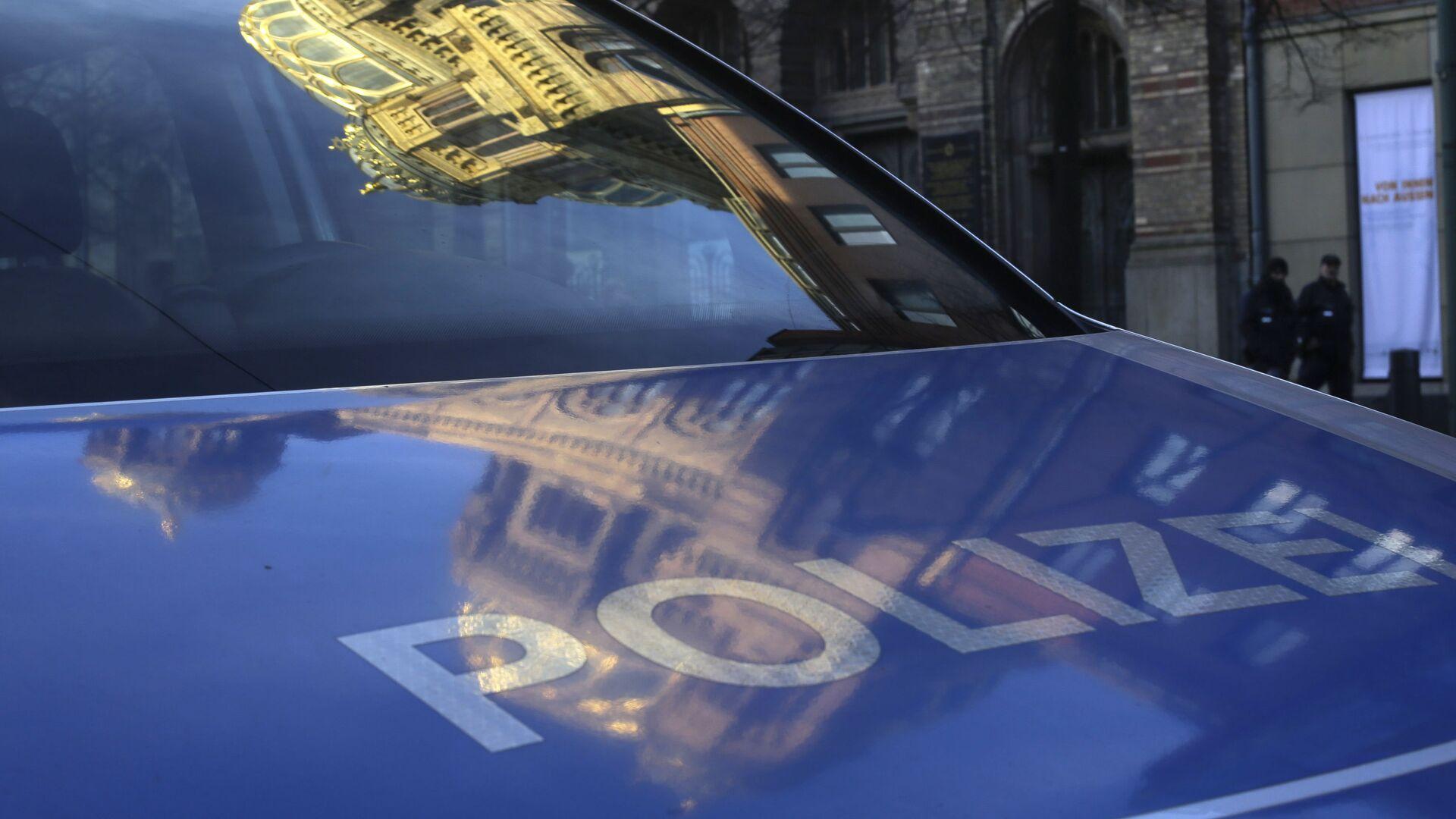 Die neue Synagoge spiegelt sich im Polizei-Auto (Archiv) - Sputnik Italia, 1920, 28.06.2021