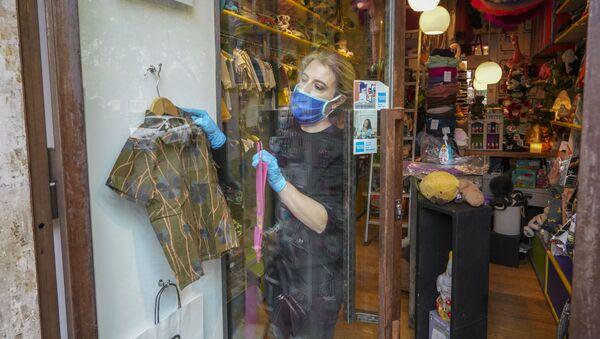 Una proprietaria di un negozio per bambini a Roma - Sputnik Italia