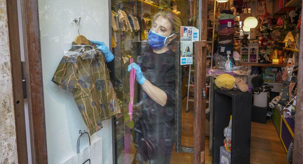 Una proprietaria di un negozio per bambini a Roma