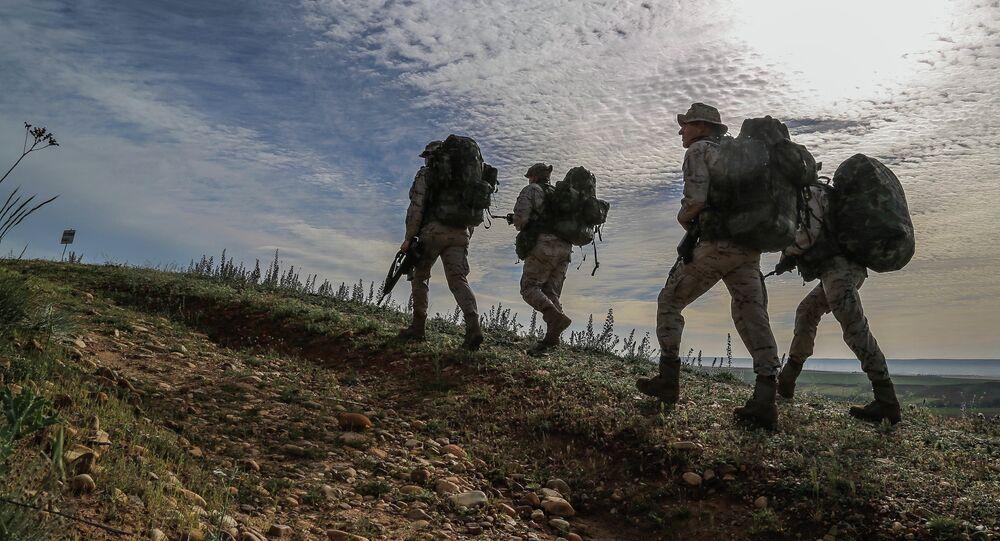 Soldati spagnoli durante l'operazione Skyfall nel 2015