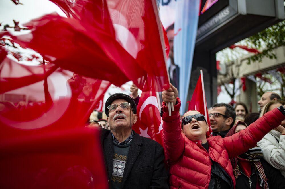 Manifestanti a Istanbul, Turchia.