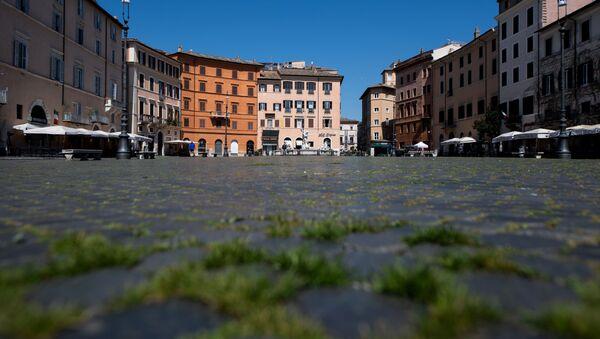 L'erba sulla Piazza Navona a Roma - Sputnik Italia