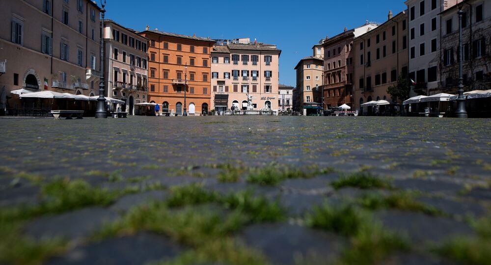 L'erba sulla Piazza Navona a Roma