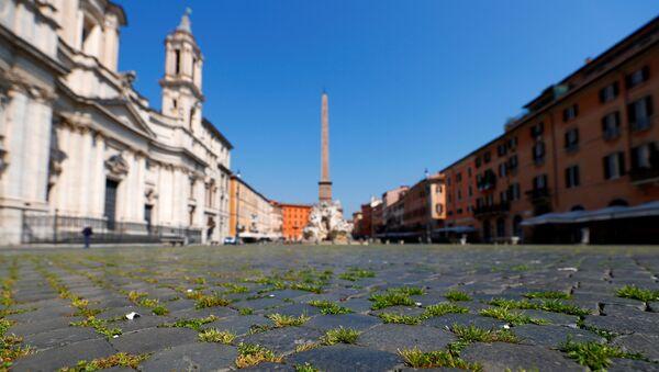 L'erba nella Piazza Navona a Roma - Sputnik Italia