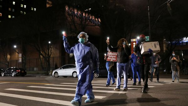 Una veglia di solidarietà per gli infermieri al Lincoln Hospital di New York City - Sputnik Italia
