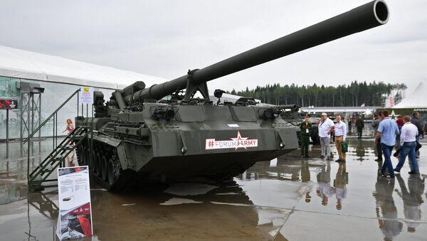 Una semovente d'artiglieria Malka 2S7M al Forum tecnico-militare internazionale dell'Esercito 2017 fuori Mosca. - Sputnik Italia