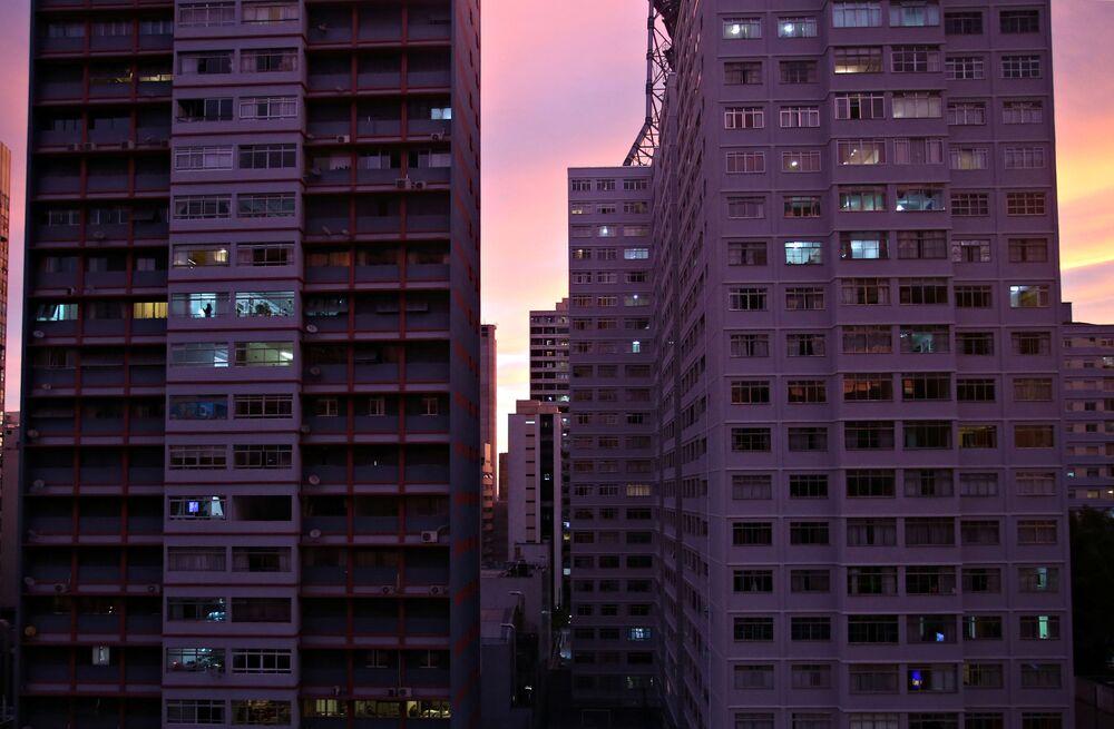 Edifici al tramonto a San Paolo, Brasile