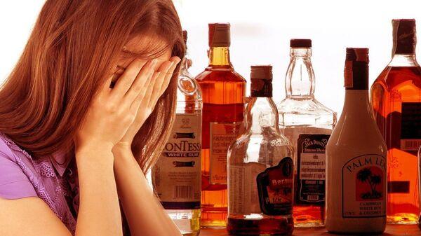 Una ragazza e le bevande alcoliche - Sputnik Italia