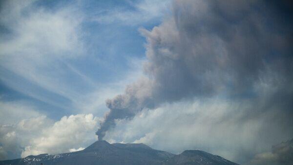Rilevata fontana di lava sull'Etna - Sputnik Italia