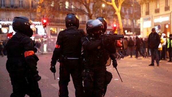 Polizia antisommossa francese - Sputnik Italia