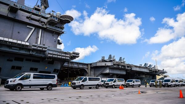 Portaerei Roosevelt sulla base navale di Guam - Sputnik Italia