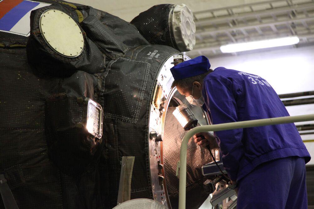 La nave spaziale Progress MS-14 al cosmodromo Baikonur.