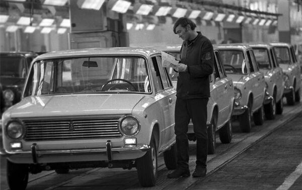 Le autovetture leggere a trazione posteriore sovietiche VAZ-2101 (Zhiguli), fabbricate alla Fabbrica Automobilistica del Volga  - Sputnik Italia