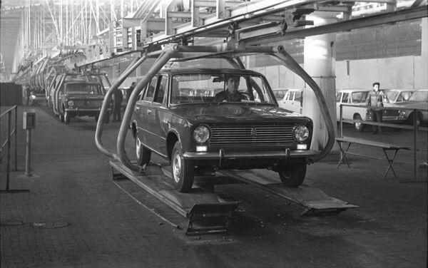 La catena di montaggio alla Fabbrica Automobilistica del Volga a Togliatti  - Sputnik Italia