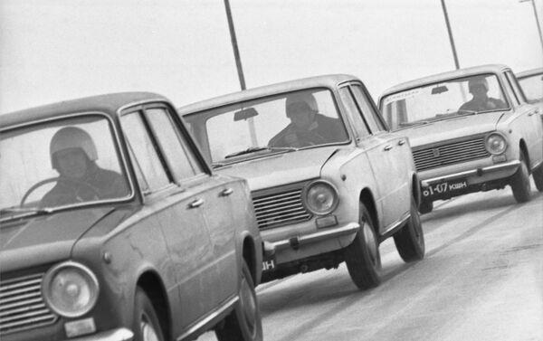 I test delle auto VAZ-2101 allo stabilimento a Togliatti. - Sputnik Italia