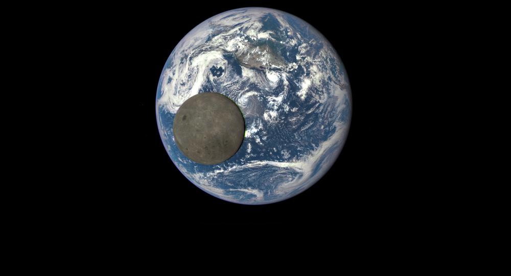 Luna davanti alla Terra