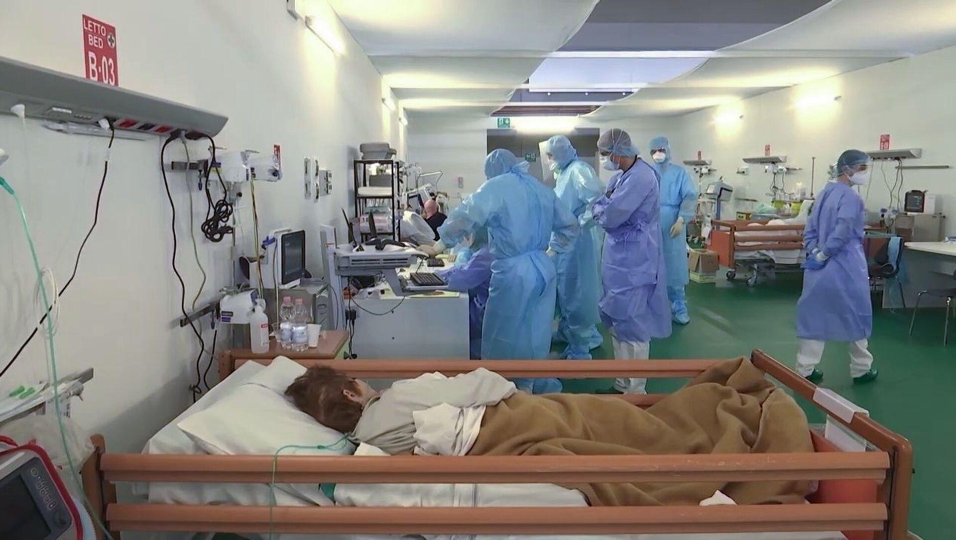 I medici militari russi al lavoro nell'ospedale da campo a Bergamo - Sputnik Italia, 1920, 20.02.2021