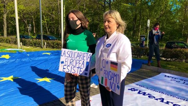 Manifestazione dei deputati tedeschi in sostegno all'Italia all'Ambasciata italiana a Berlino - Sputnik Italia
