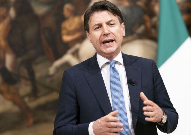 Il Presidente del Consiglio, Giuseppe Conte, durante le dichiarazioni al termine della riunione del Consiglio Europeo.