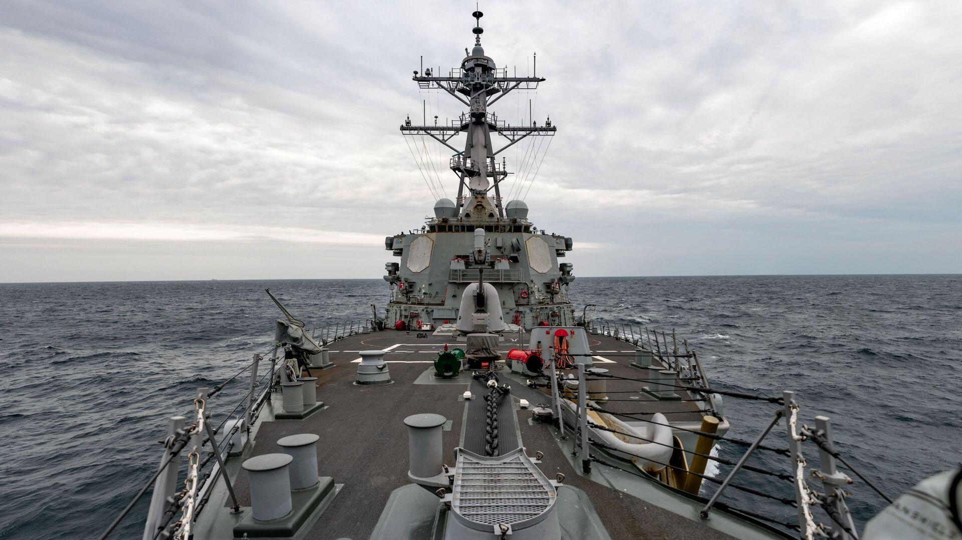 USS Barry naviga attraverso lo stretto di Taiwan il 23 aprile 2020 - Sputnik Italia, 1920, 25.07.2021