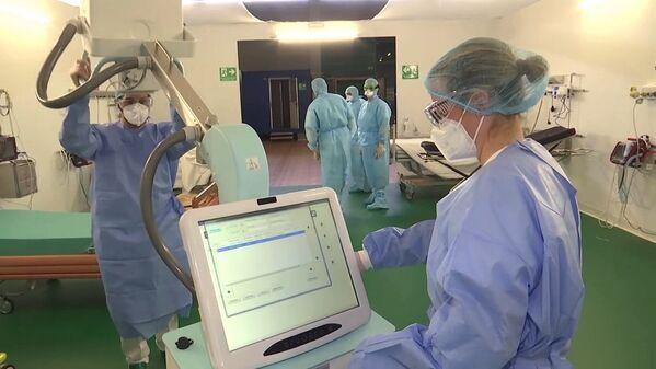 Medici militari russi al lavoro nell'ospedale da campo a Bergamo - Sputnik Italia