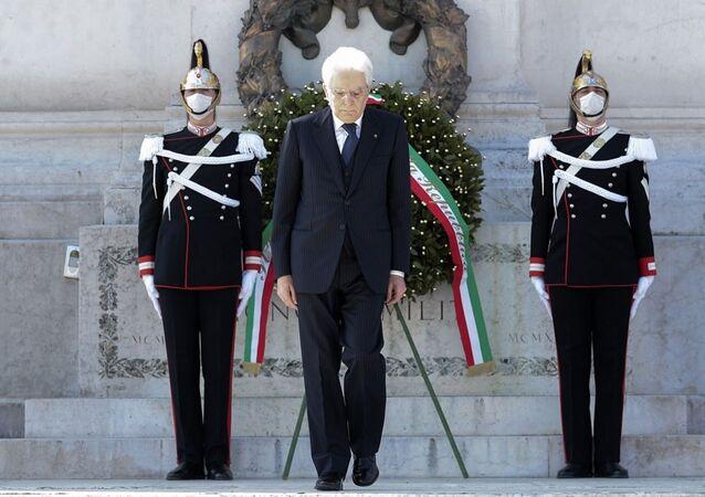 Il Presidente Sergio Mattarella in occasione della deposizione di una corona d'alloro sulla Tomba del Milite Ignoto, nella ricorrenza del 75° anniversario della Liberazione