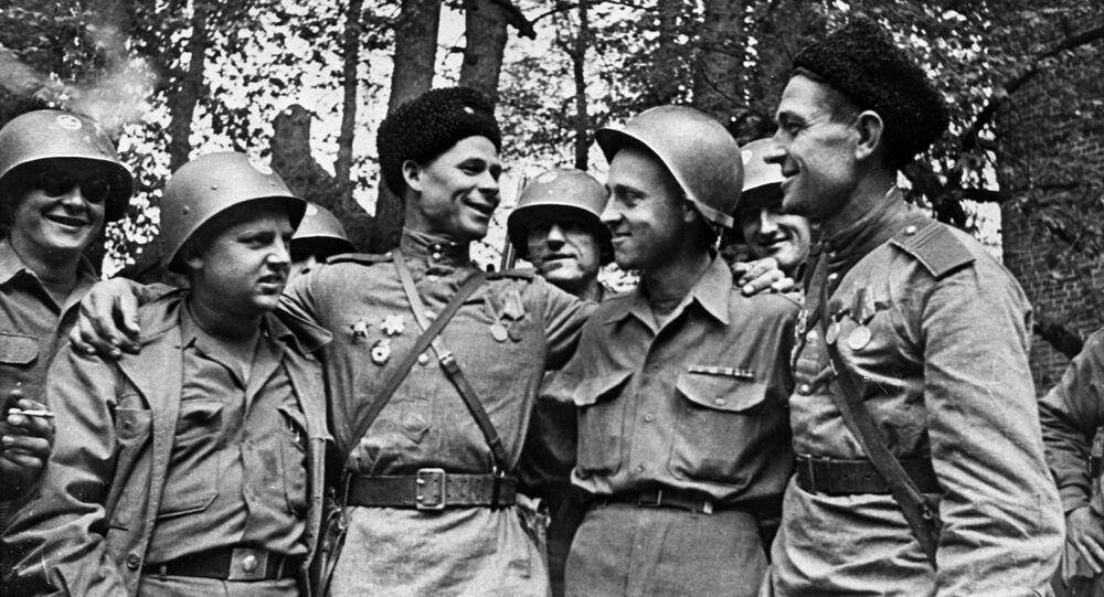 Nel mese di aprile 1945 i soldati sovietici e americani si incontrarono sul fiume Elba in Germania