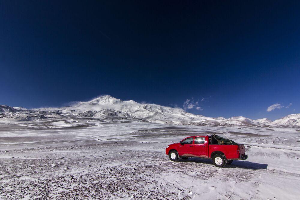 Il Nevado Ojos del Salado è uno stratovulcano situato tra Argentina e Cile che, con i suoi 6.891 metri di altitudine, è il vulcano più alto del mondo