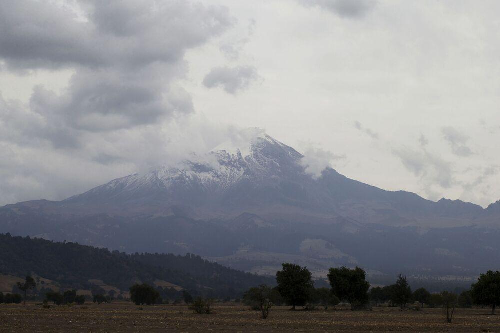 Il Pico de Orizaba è uno dei tre vulcani messicani, assieme al Popocatépetl e l'Iztaccíhuatl ad avere la vetta coperta da ghiacciaio perenne