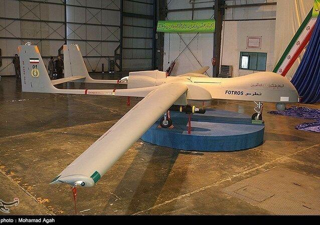Prototipo di un drone iraniano Fotros.