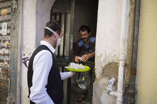 La consegna di caffè a domicilio a Napoli - Sputnik Italia